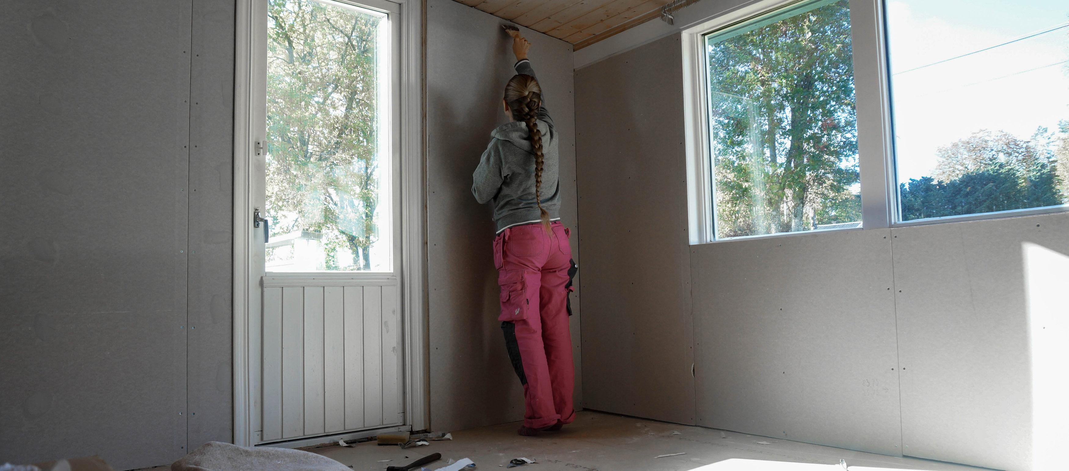 """dfee1835ff0 Även vardagsrummet fick en påbörjad liten """"uppiffning"""" och även om det är  en del kvar (den hemska heltäckningsmattan har vi ännu inte blivit av med  tex) så ..."""
